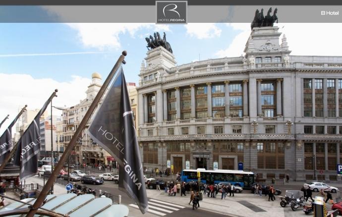 SOFÁS CAMA DE LA MARCA CRUCES EN EL HOTEL REGINA DE MADRID