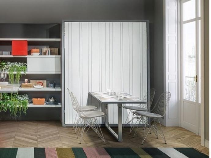 Cama abatible de matrimonio en el salón, la solución para espacios minúsculos