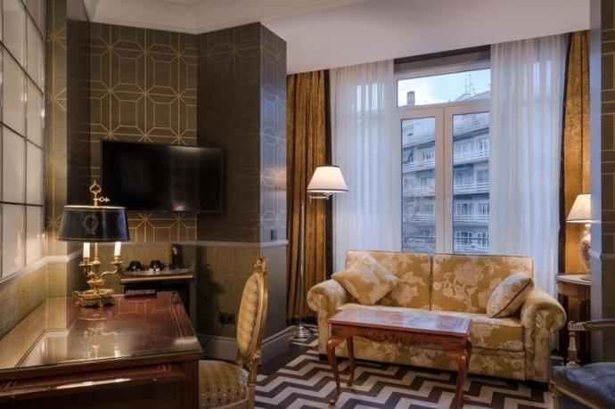 Mobiliario convertible para hoteles : Resistente y estético.
