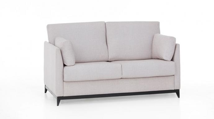 5 sofás que combinar con un salón en tonos negros