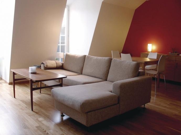 ¿Qué ventajas tiene un sofá cama con chaise longue para el salón?