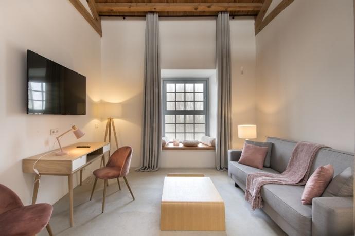 Sofá cama de la marca Cruces en las suites del hotel La Fábrica del Canal.