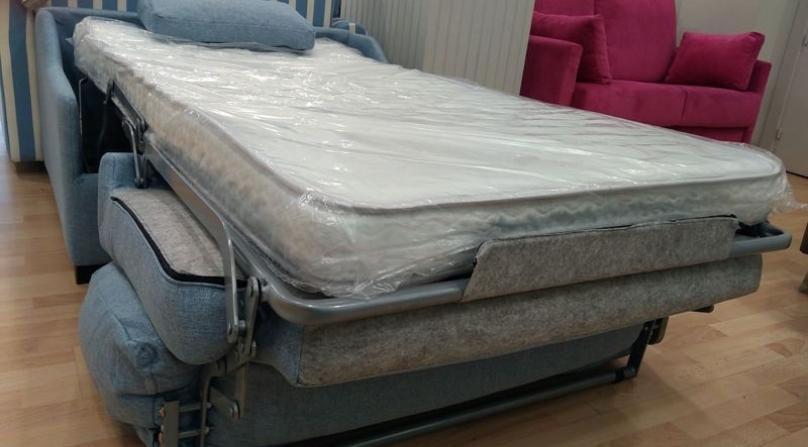 Sill n cama til para tener un asiento c modo y una buena for Sillon cama juvenil