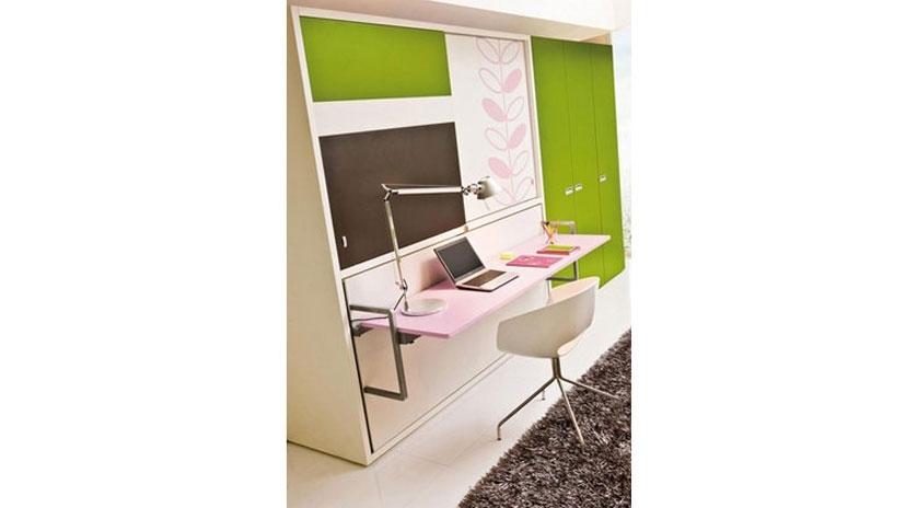 Mueble cama abatible, con escritorio al frente y armario superior ...