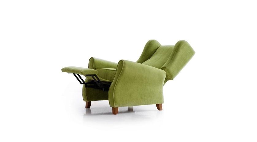 Sillón relax reclinable con respaldo orejero.