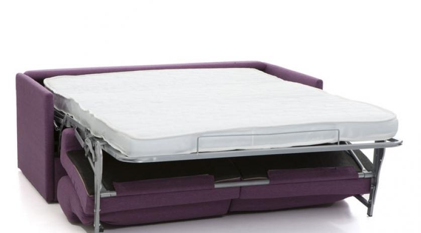 Sofá cama de matrimonio pequeño abierto