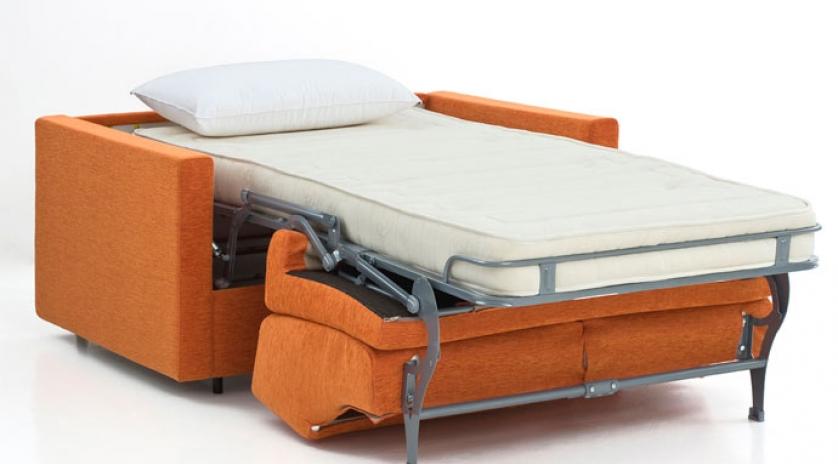 sofá cama pequeño abierto