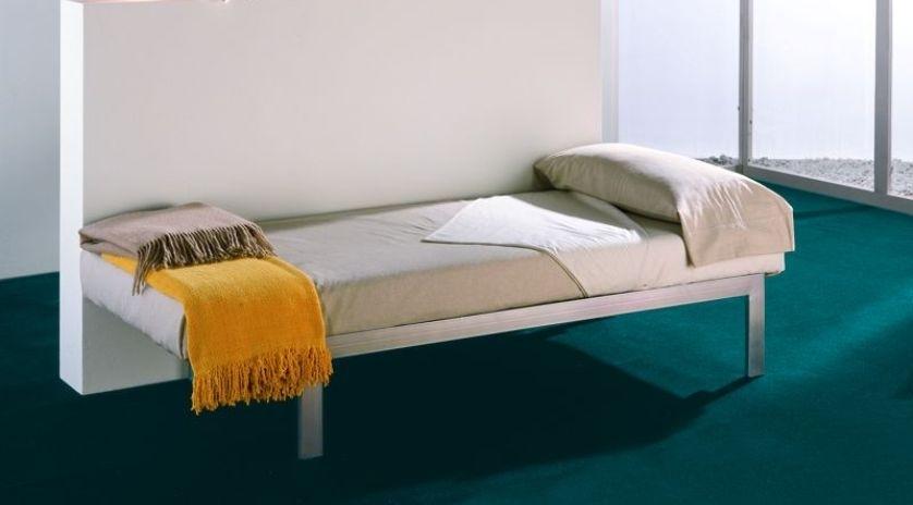 Sofá cama económico horizontal abierto
