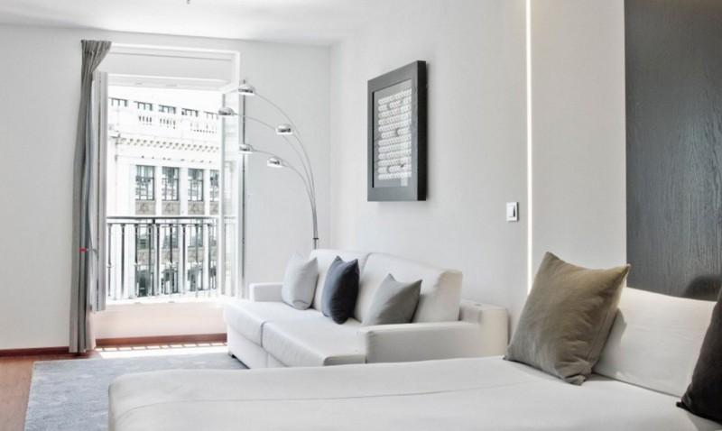 Sof s cama de la marca cruces en el hotel regina de madrid for Sofas cama de 90 de ancho